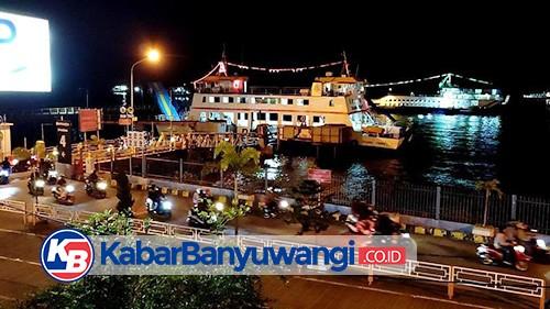 Hindari Panas, Pemudik Padati Pelabuhan Ketapang di Malam Hari
