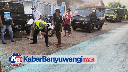 Banting Setir Hindari Motor Rem Mendadak, Pick Up Justru Tabrak Dua Remaja
