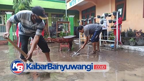 Diguyur Hujan Semalam, Dua Gedung Sekolah di Kecamatan Licin Terendam Banjir