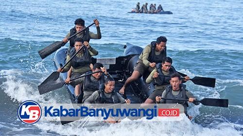 Marinir dan USMC Latma Dayung Tembus Gelombang dan Renang Rintis di Banyuwangi