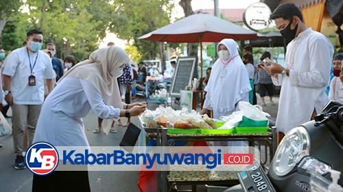 Bupati-Wabup Banyuwangi Izinkan Pasar Takjil: Geliatkan Ekonomi UMKM