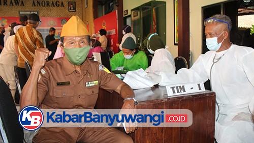 Kodim 0825 Banyuwangi Vaksinasi Ratusan Purnawirawan TNI AD dan Warakawuri
