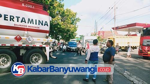 Truk BBM Melintang di Tengah Jalan Raya, Lalin Macet