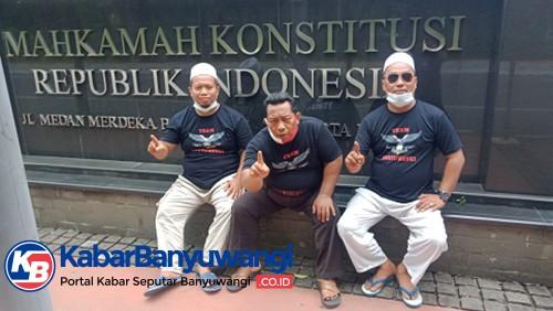 Pendukung Pasangan Mas Yusuf-Gus Riza Mulai Datangi MK di Jakarta