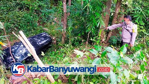Mobil Expander Milik Warga Songgon Terjun Bebas ke Jurang