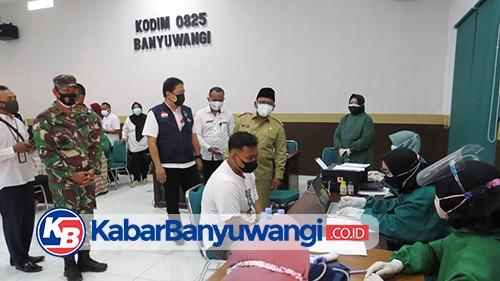 Wabup Sugirah Tinjau Serbuan Vaksinasi di Kodim Banyuwangi